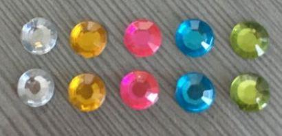 ПФ набор страз 6 мм, 10шт. пять цветов. Арт.00736 - фото 1