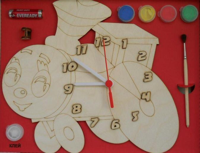 Часы с циферблатом под роспись. Паровозик