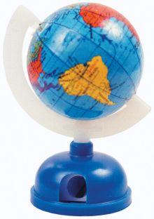 Точилка пластмассовая в форме глобуса на подставке одинарная.