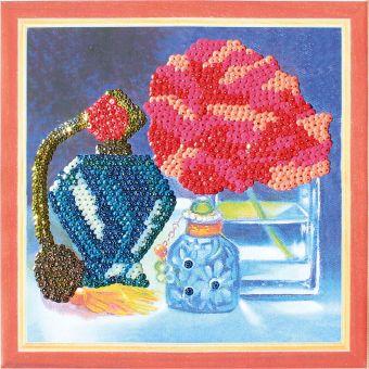 Картины из пайеток. Натюрморт с духами - картина из пайеток (CMD007)