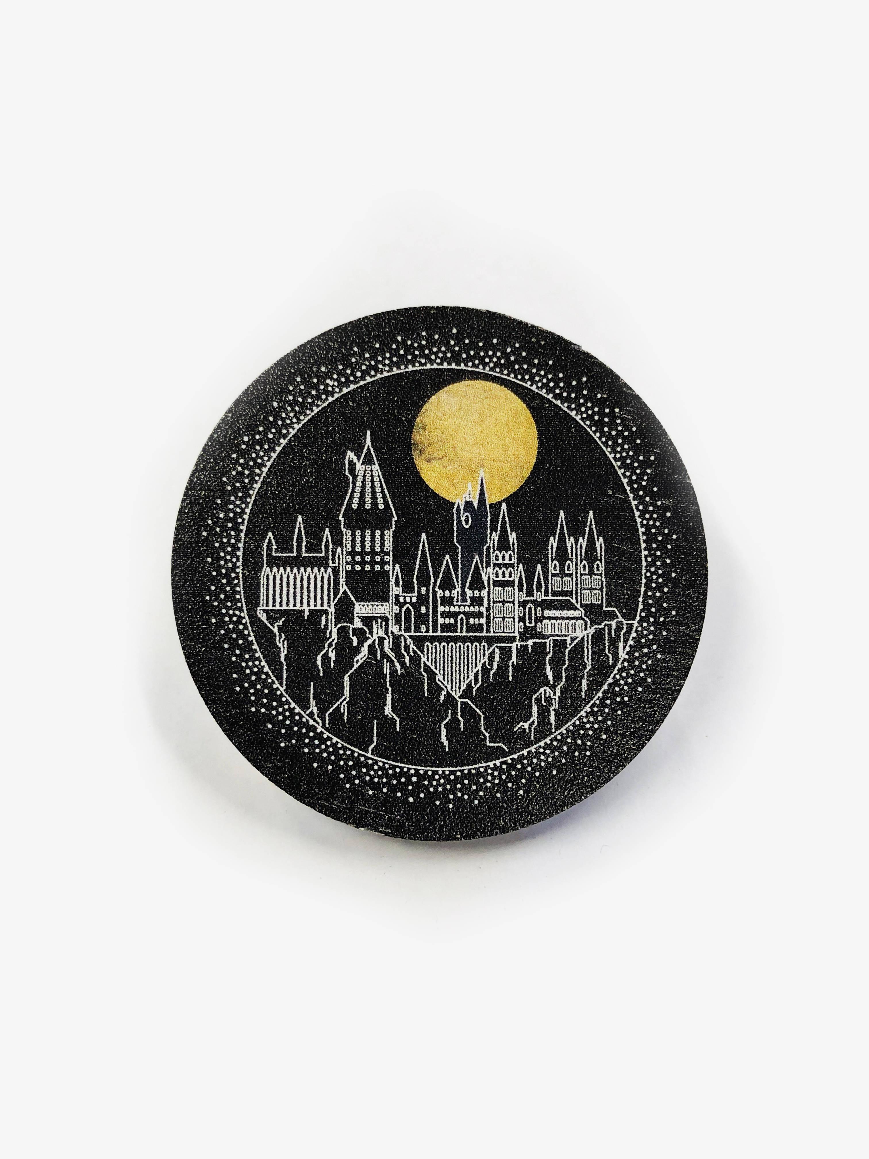 Деревянный значок. Хогвартс сувенир ohmypeter значок деревянный цветной peter hi в блистере omp40081